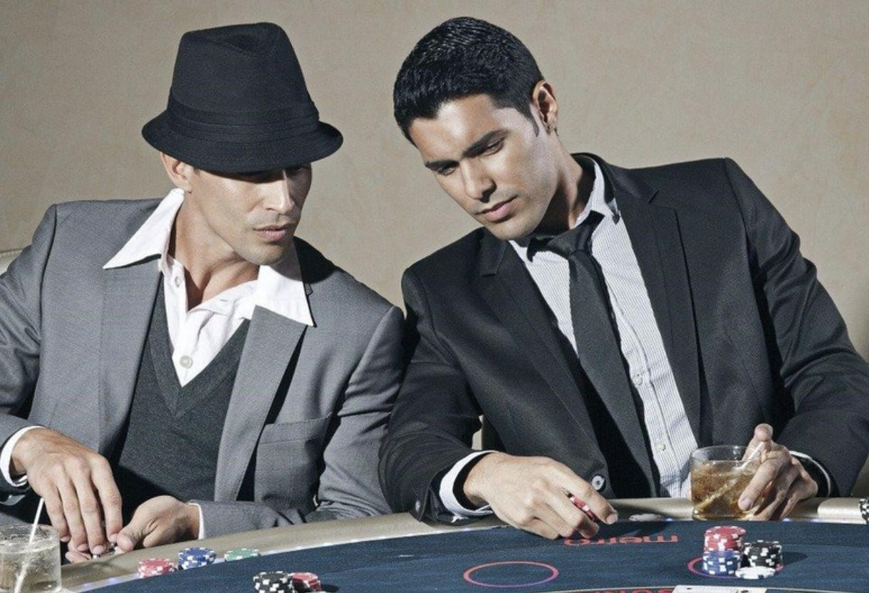 Kaksi kasinopelaajaa